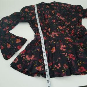 💋 Jessica Simpson Black Floral Top size Medium